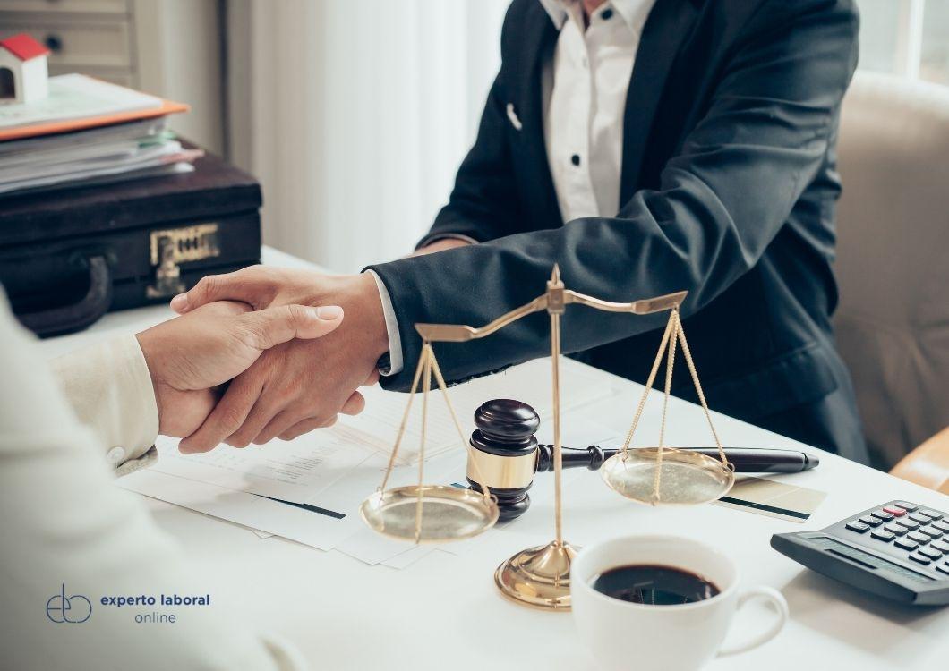 Abogado de oficio, sindicato o graduado social/abogado de pago ¿Cómo elegir defensa jurídica?